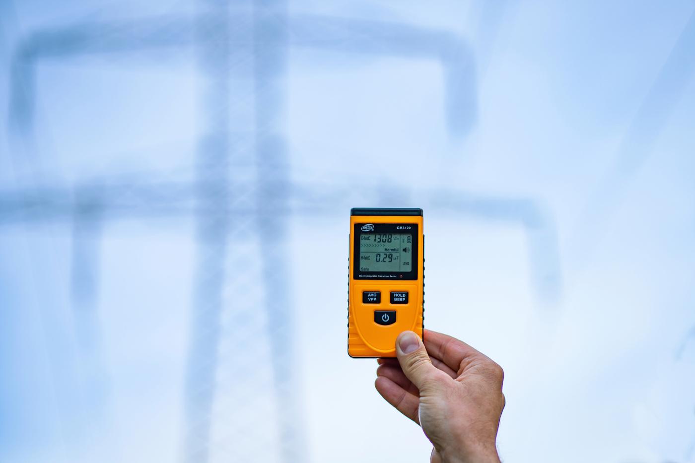 Pomiary pola elektromagnetycznego w środowisku pracy i własny miernik